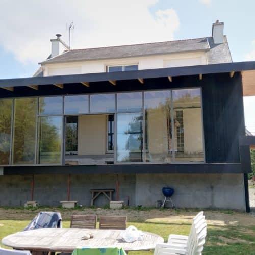 Ossature bois ,verrière, terrasses et pergola pour  cette extension à Lannion