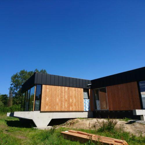 Maison ossature bois sur portiques en béton banché (Pleumeur-Bodou)