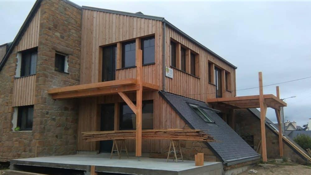 Terrasse bois sur poteaux et caillbotis metal