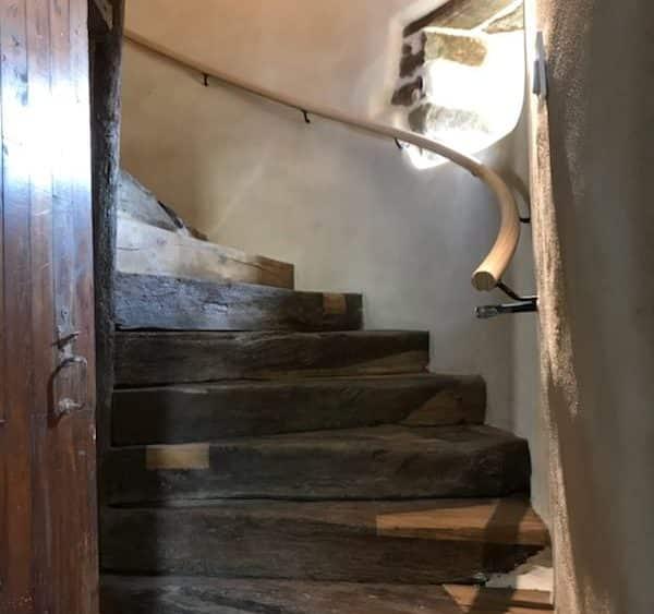 Escalier massif et main courante en chêne