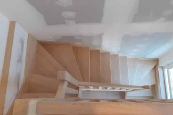 Escalier en châtaignier à Tregastel (22730) – Côtes d'Armor
